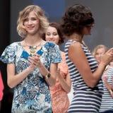 niebieski fotografa mody flash pokaz odcień Kobieta wizerunek i styl Zdjęcie Stock