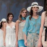 niebieski fotografa mody flash pokaz odcień Kobieta wizerunek i styl Zdjęcia Royalty Free