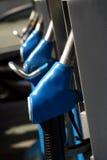 niebieski gazowych pompy rząd dysze Obrazy Stock