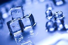 niebieski kostek lodu tło Obrazy Stock
