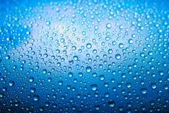 niebieski kropli wody Zdjęcia Royalty Free