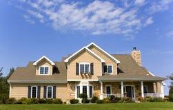 niebieski luksusowy posiadłości niebo Zdjęcia Royalty Free