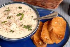 niebieski miskę zupy rybnej grubą England milczka nowego zasięrzutny widok Zdjęcie Royalty Free
