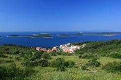 niebieski wyspa środek morza Obrazy Royalty Free