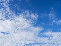 niebieski zachmurzone niebo Fotografia Royalty Free