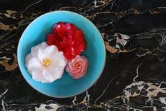 niebieskie misek kwiaty zdjęcie royalty free
