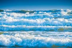 niebieskie morza tła żywiołowe fale Obrazy Royalty Free