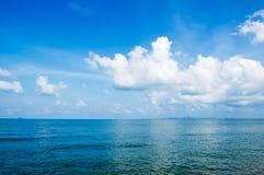 niebieskie morze Zdjęcia Royalty Free