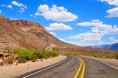 Niebieskie nieba i otwarta autostrada Obrazy Royalty Free