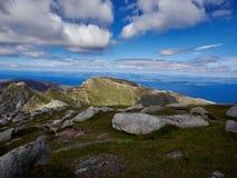 Niebieskie Nieba od szczytu kózka Spadali wyspa Arran Fotografia Stock