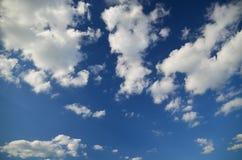 niebieskie niebo białe chmury Nieba texture/tło obrazy stock