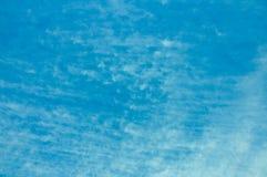 niebieskie niebo bia?e chmury fotografia royalty free