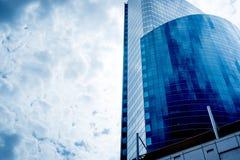niebieskie niebo budynku obraz stock