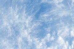 Niebieskie niebo, chmura szeroki niebieskie niebo i Obłoczny biel przy pięknym, Zdjęcie Royalty Free