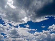 niebieskie niebo chmurni Obrazy Stock