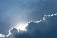 Niebieskie niebo chmurnieje tło natury jasnego dzień Fotografia Stock