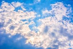 Niebieskie niebo chmury. Fotografia Royalty Free