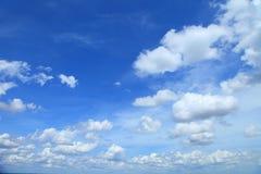 Niebieskie niebo chmury, niebieskie niebo z chmurami Obraz Royalty Free