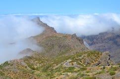 Niebieskie niebo, góry Zdjęcia Royalty Free
