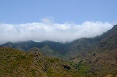 Niebieskie niebo, góry Fotografia Stock