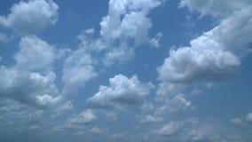 Niebieskie niebo i ładna chmura Obrazy Royalty Free