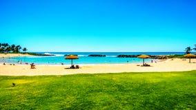 Niebieskie niebo i biały piasek przy Ko Olina laguną 2 i, zwana Honu laguna fotografia royalty free
