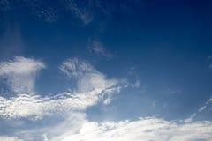 Niebieskie niebo i biel chmura Fotografia Stock