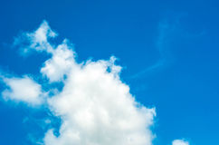 Niebieskie niebo i chmura zdjęcie stock