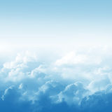 Niebieskie niebo i chmury royalty ilustracja