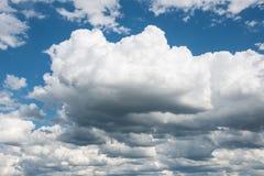 Niebieskie niebo i chmury w lato sezonie Fotografia Royalty Free