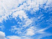Niebieskie niebo i mógł Obraz Royalty Free