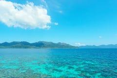 Niebieskie niebo i woda na z Lipe wyspą Obrazy Royalty Free