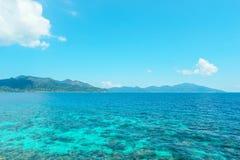 Niebieskie niebo i woda na z Lipe wyspą Fotografia Stock
