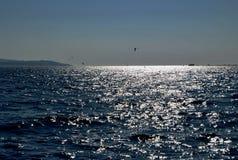 NIEBIESKIE NIEBO, morze I horyzont, Zdjęcie Stock