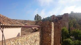 Niebieskie niebo nad dachem Malaga kasztel Obrazy Stock