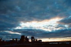 Niebieskie niebo nad Louisville zdjęcia royalty free