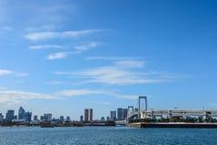 Niebieskie niebo nad tęcza most w Tokio, Japonia Zdjęcie Royalty Free