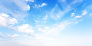 Niebieskie niebo naturalny sztandar zdjęcia royalty free