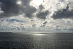 Niebieskie niebo, ocean, cloudscape w Japonia Okinawa Fotografia Royalty Free