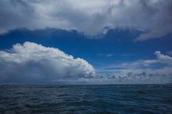 Niebieskie niebo przy Pattaya, Chon buri zdjęcia royalty free