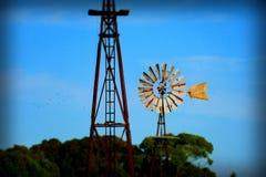 Niebieskie Niebo rocznika wiatraczka abstrakta tło Obraz Royalty Free