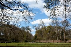 Niebieskie niebo stara ściana fotografia royalty free