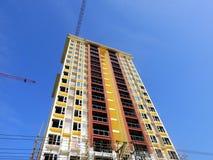 Niebieskie niebo wysokiego budynku dwór fotografia royalty free