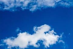Niebieskie niebo z bielem chmurnieje serie 08 Obraz Stock