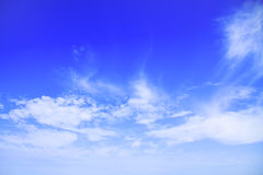 Niebieskie niebo z chmurami pięknymi w naturze Zdjęcie Royalty Free