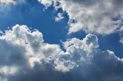 Niebieskie niebo z chmury tłem, kopia astronautycznym szablonem, chmurną wizerunek teksturą i wzorem, zdjęcia stock