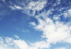 Niebieskie niebo z chmury zbliżeniem Obraz Stock