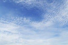 Niebieskie niebo z chmury zbliżeniem Zdjęcia Stock