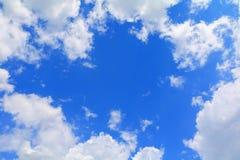Niebieskie niebo z dużą chmurą i raincloud, sztuka natury piękna i odbitkowa przestrzeń obrazy stock