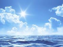Niebieskie niebo z niektóre chmurnieje i słońce nad oceanem Zdjęcia Royalty Free